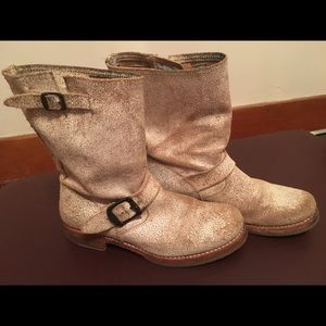 Frye boots Veronica short crackle white
